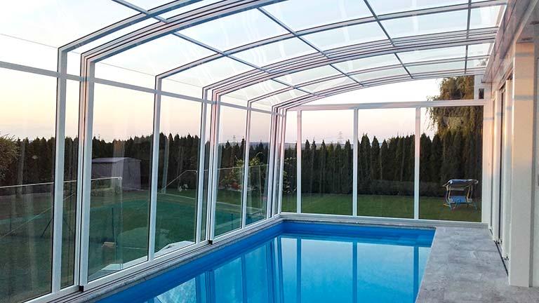 Schwimmbad-Überdachung als Wandmontage VÖROKA CASA