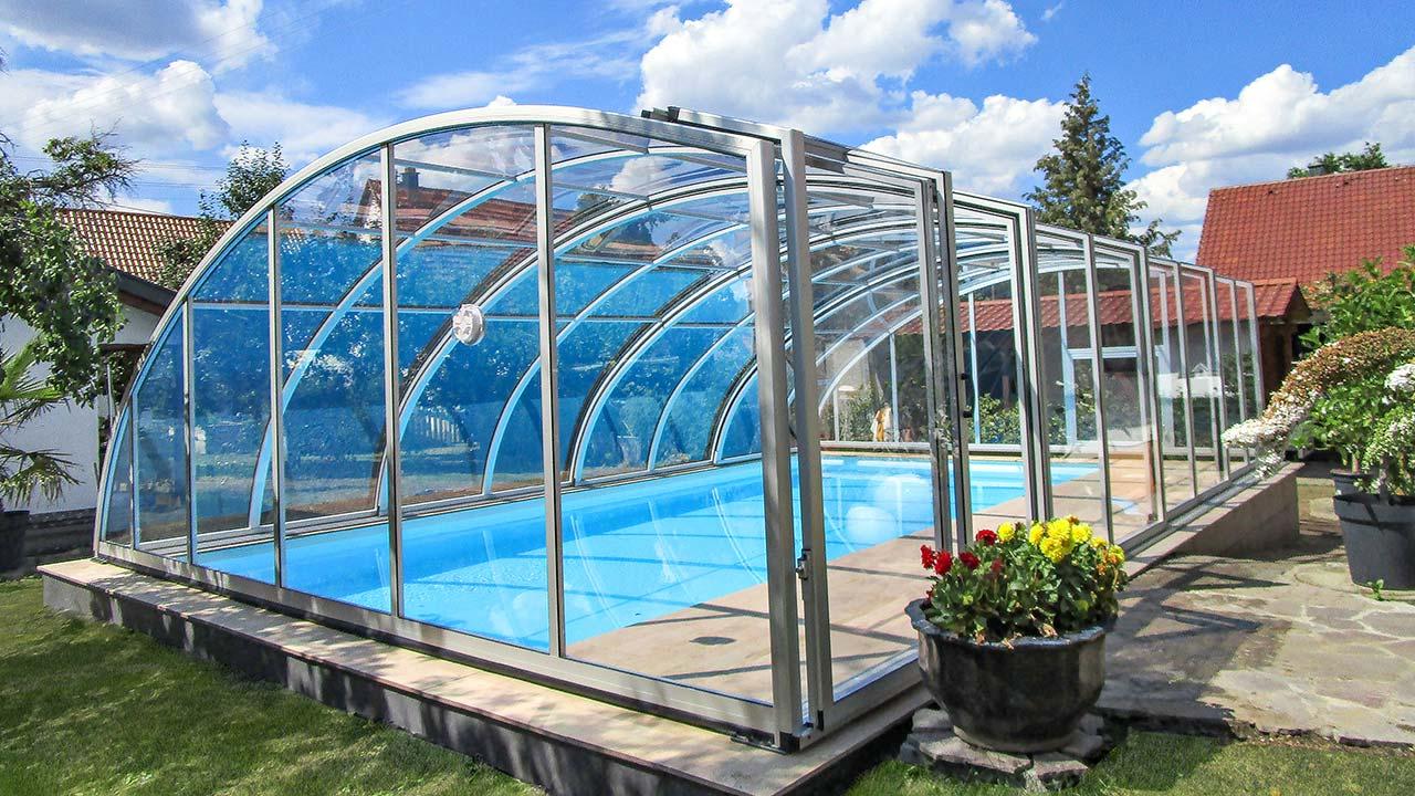 Pooldach/ Poolhalle hoch mit einseitiger Kante VÖROKA