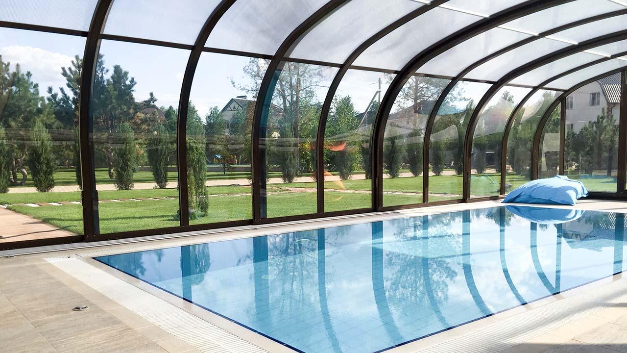 Poolhalle / Poolüberdachung in Stehhöhe VÖROKA PRESTIGE