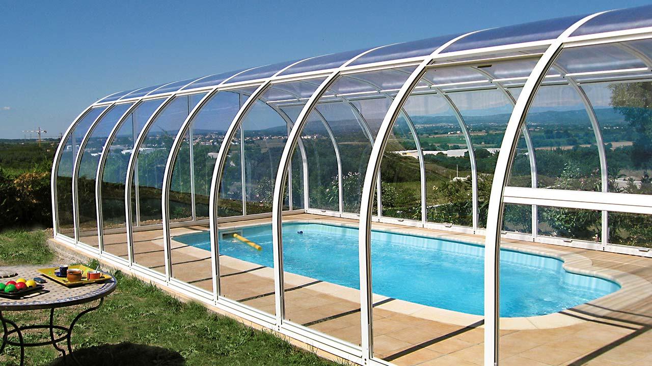 Pool-Überdachung mit hoschiebbaren Dachfeldern  VÖROKA