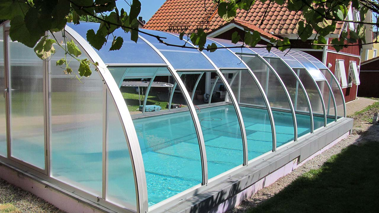 Poolhalle hochschiebbare Dachelemente VÖROKA VARIO