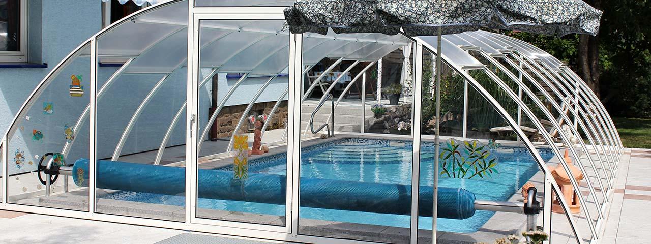 Feststehende Schwimmbadüberdachung VÖROKA VARIO